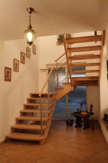 фото лестница в коттедже